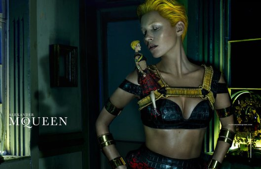 Kate-Moss-Alexander-McQueen-Spring-2014-Campaign