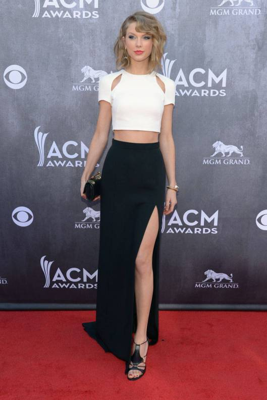 elle-07-taylor-swift-country-music-awards-2014-v-xln